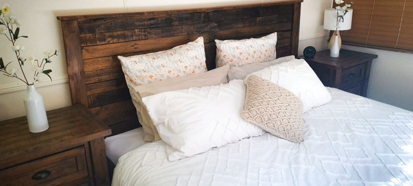 How To Make A Rustic Pallet Bed Head